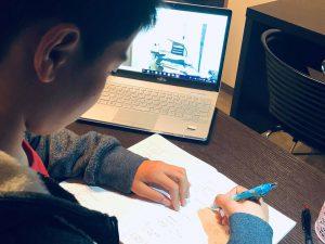 低学年ほど塾ではなく、オンライン学習を。